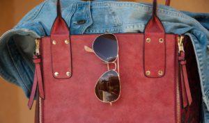 Handtasche mit Brille